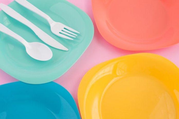 dove si buttano piatti e bicchieri monouso plastica
